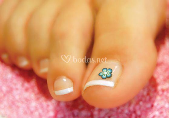Pedicura y uñas de gel en pies