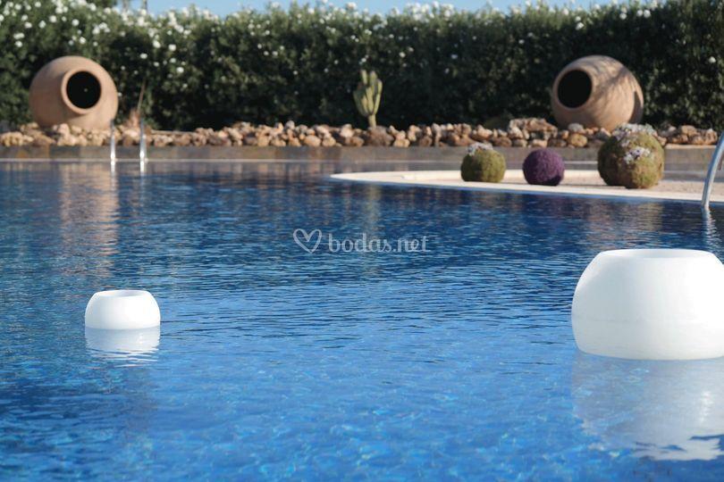Velas en la piscina
