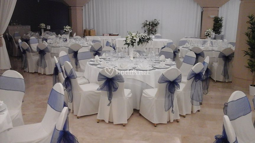 Boda con mesa y lazo azul