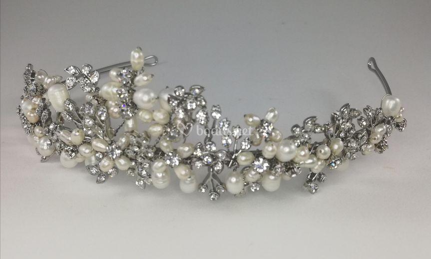 Tiara de rodio y perlas
