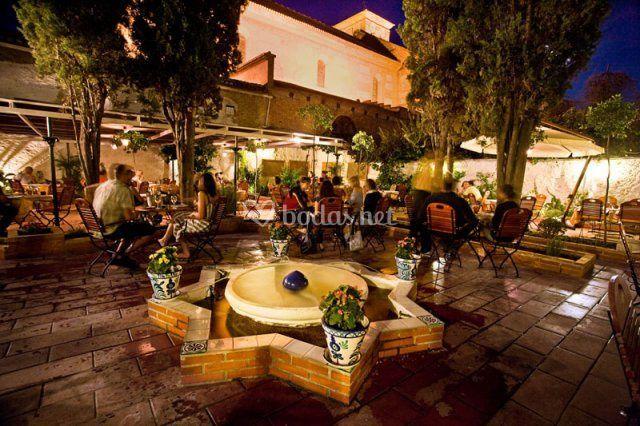 Rincones con encanto de restaurante jardines de zoraya for Rincones de jardines con encanto