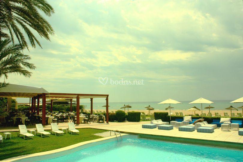 Tropical restaurant beach club - Restaurante can cirili ...