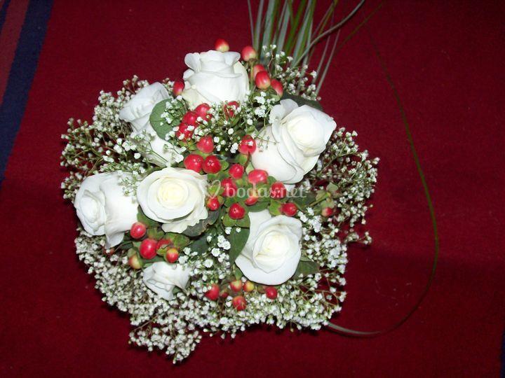 Ramo de novia clasico rosas