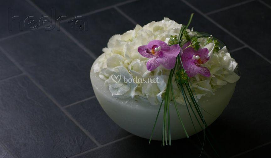 Cuenco de hortensias y phalaenopsis