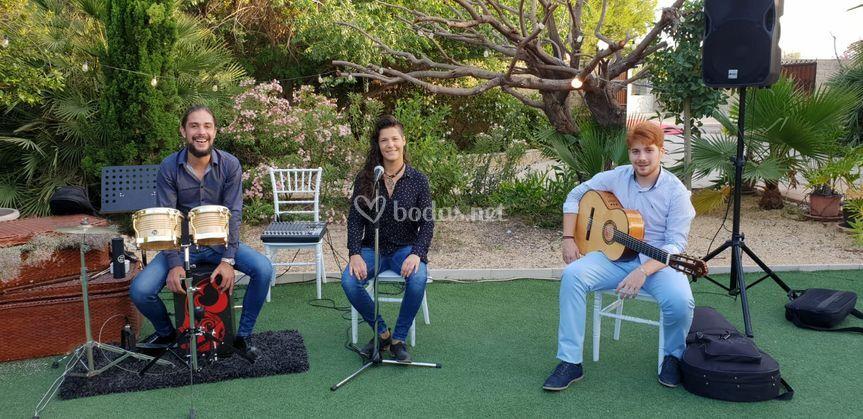 Actuación grupal al aire libre