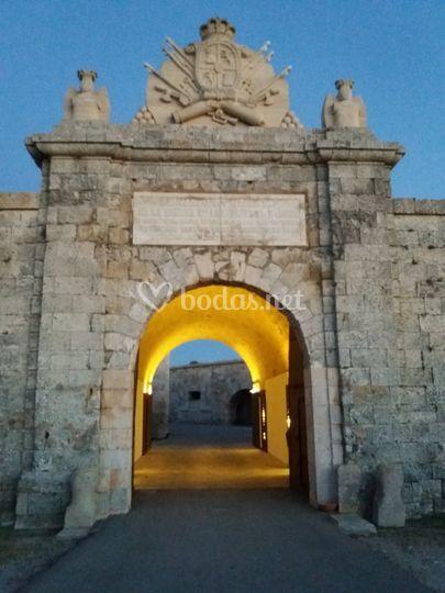 Puerta de La Reina