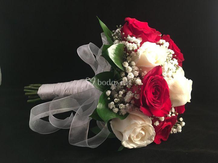 Ramo rosas clásico de 2 tonos