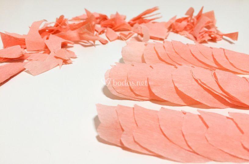 Flores de papel en proceso