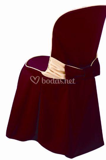 Sillas ceremonia en color burdeos