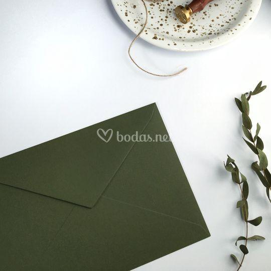 Sobre verde olivo