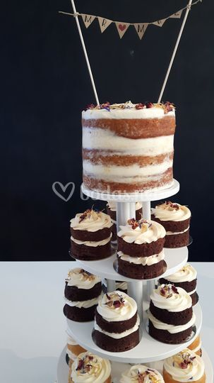 Torre de mini naked cakes