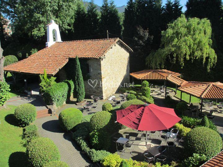 Ermita y jardines