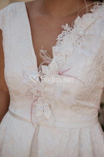 Detalles vestido novia corto