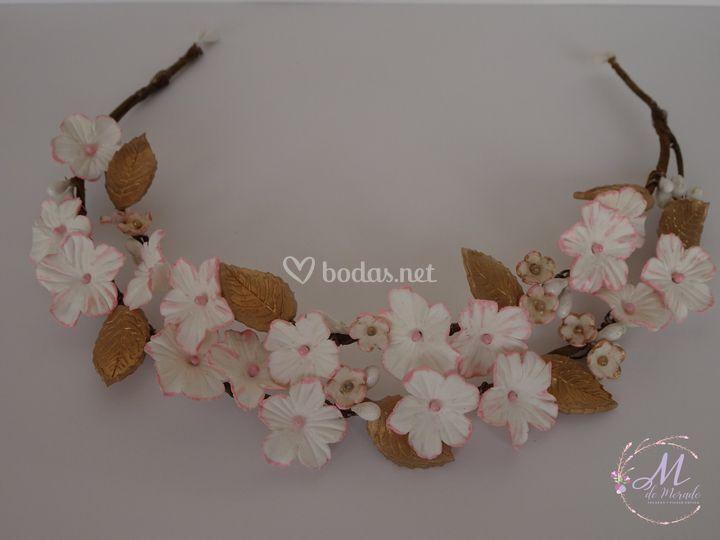 Tiara en blanco, rosa y oro