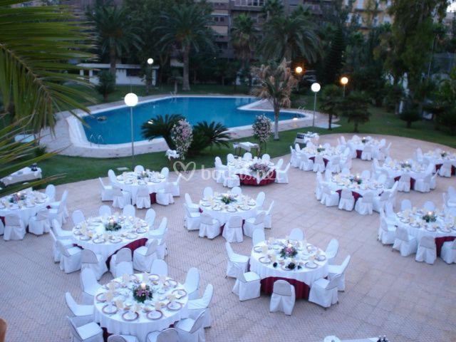 Montaje de boda en el jardin