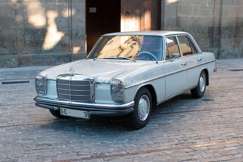 El Mercedes de Don Nicolás