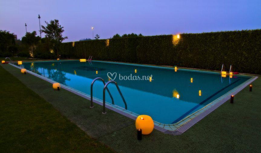 Boda jardín piscina
