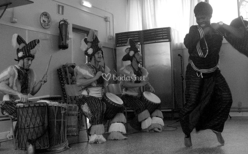 Percusión y baile africano