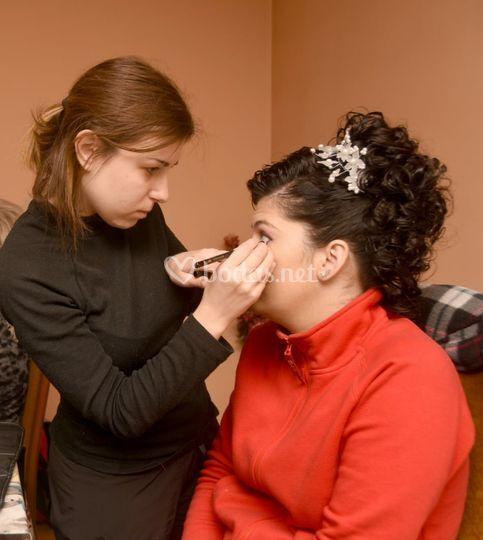 Maquiilando a la novia