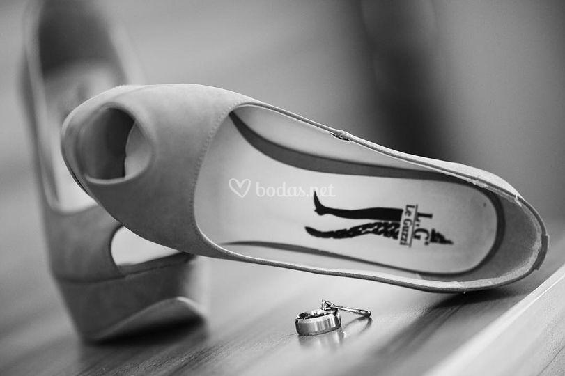 Zapatos y alianzas