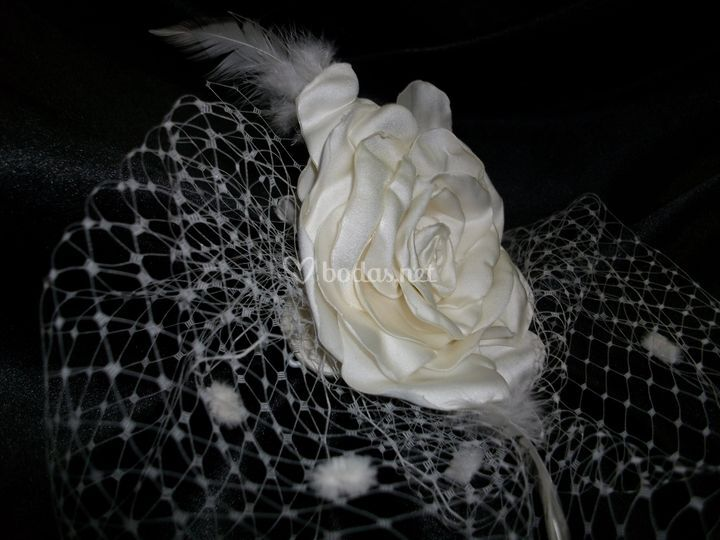 Tocado flor artesana y  velo