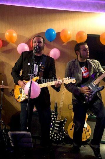 Luis y Jesús - Guitarras y voces.