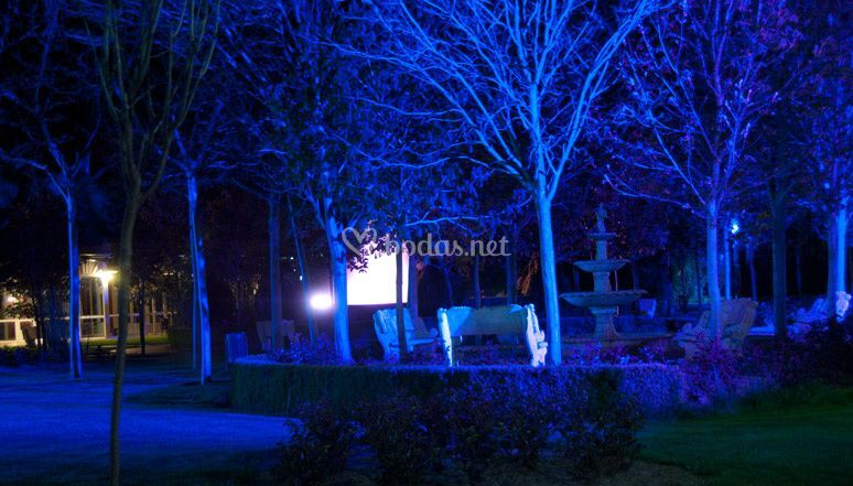 Jard n con luces de quinta los rosales foto 47 for Luces empotradas jardin