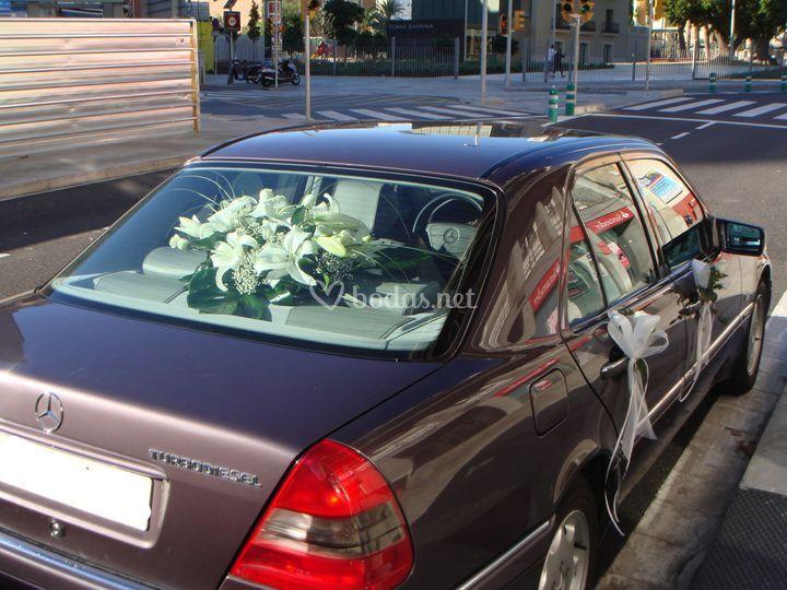 Boda en blanco y lila de q flor foto 8 - Decoracion coche novia ...