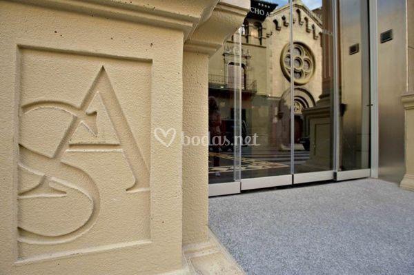 Entrada Hotel Sancho Abarca
