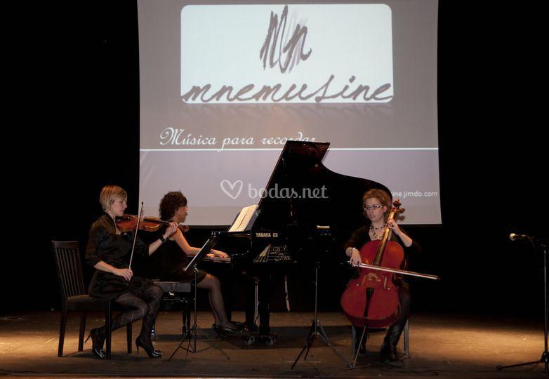 Mnemusine en concierto