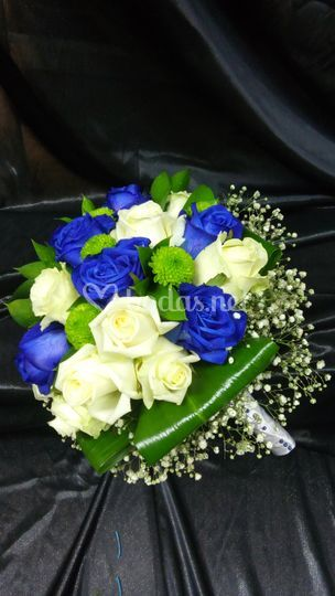 Bouquet con toque azul
