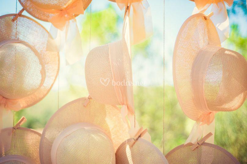 Sombreros colgantes