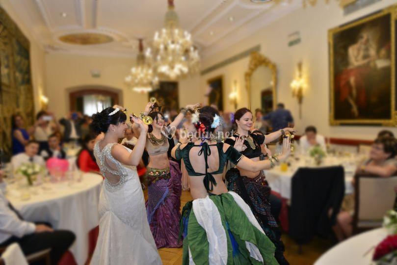 Actuación de Bhalabasa en boda