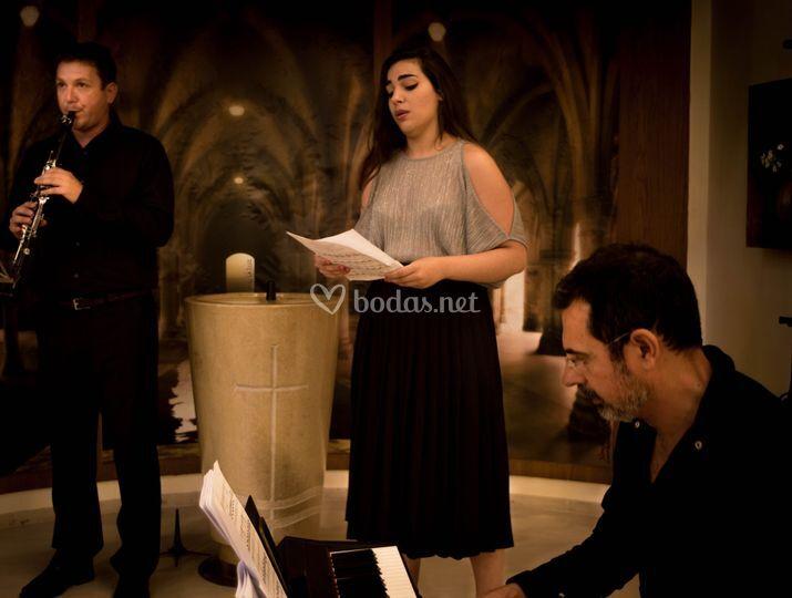 Cantante, piano y clarinete