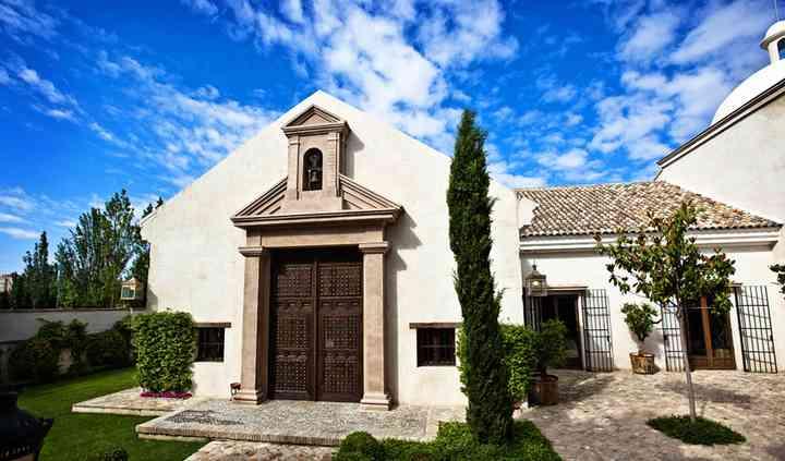 Fachada casa de la Ermita