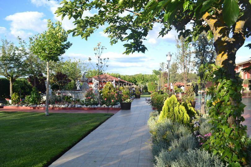 Jardín y pergolas
