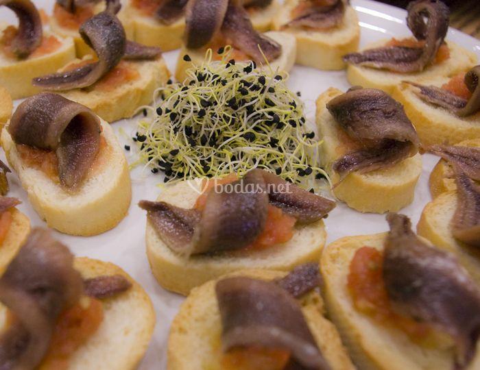 Montaditos de anchoas