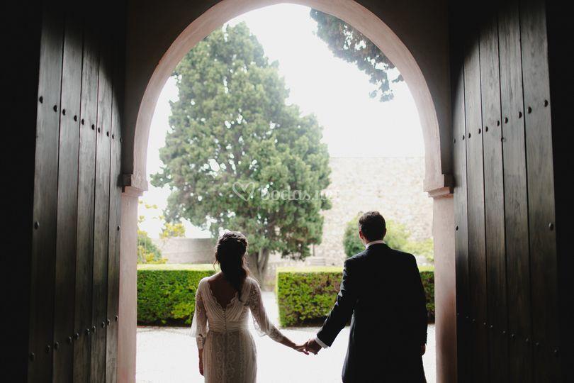Novios a la salida de su boda