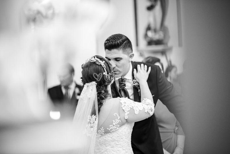 Besando a la novia