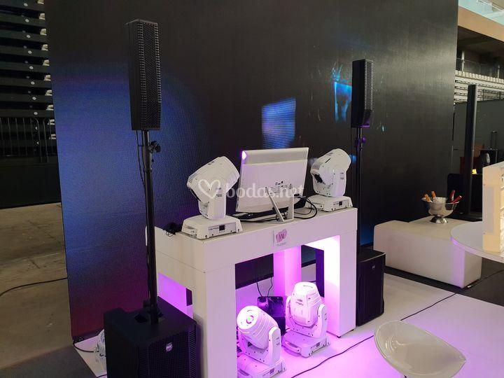 Iluminación y sonido profesionales para bodas
