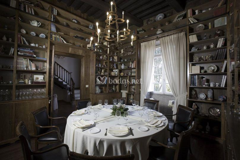 Comedor de la biblioteca, ideal para una pequeña boda de 8 o 10 personas