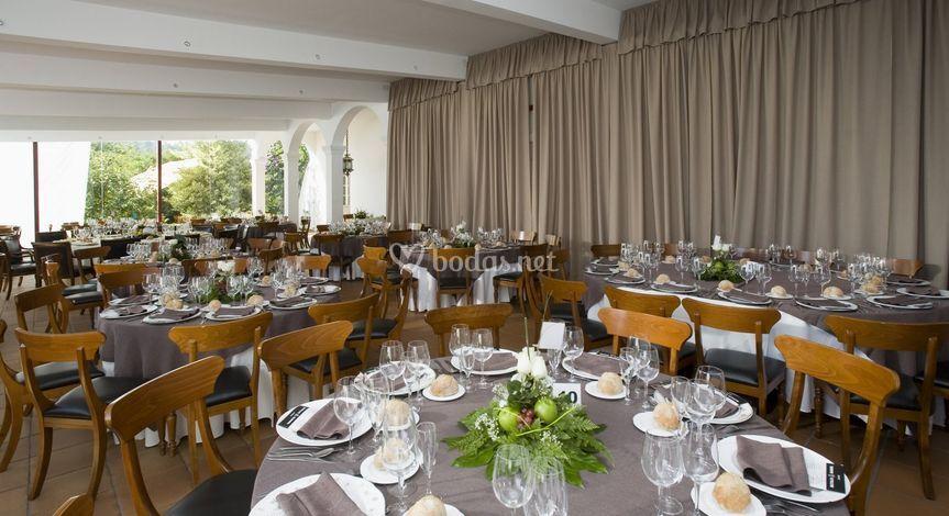 Comedor exterior montado para una boda