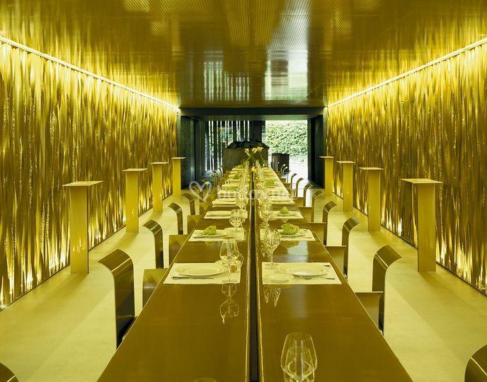 Sala dorada del restaurante