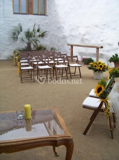 Cuidada decoración boda civil