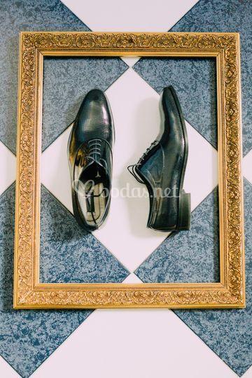Detalle de los zapatos del novio