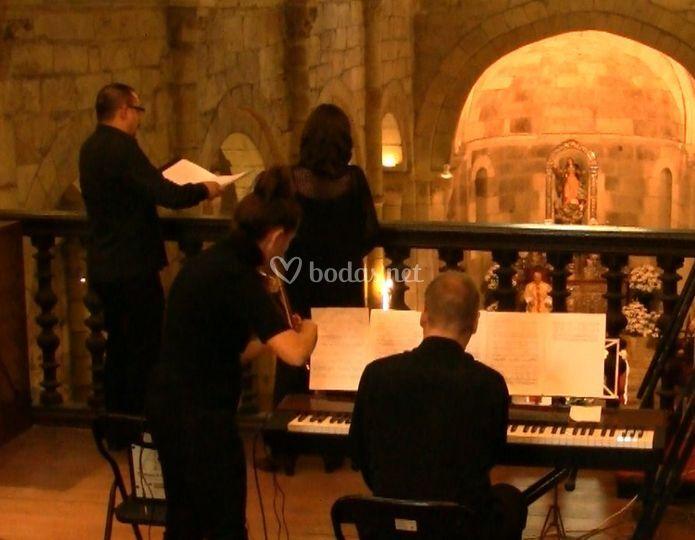 Dúo soprano baritono violín órgano