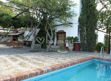 Terraza y zona piscina