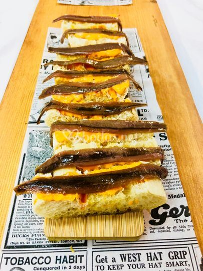 Anchoas con pan de Cristal.