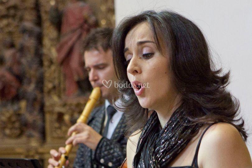 Cantante y flauta