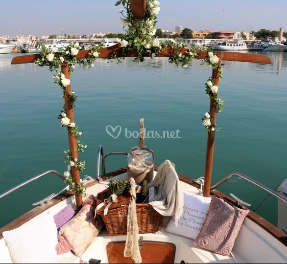Barco con decoraccion boda